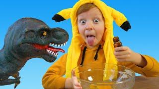 Весёлый Лёва играет с Динозавром и делает печенье