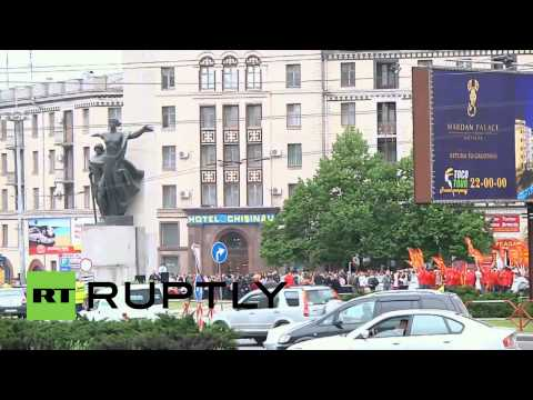 Moldova: Hundreds protest as authorities threaten Victory Day ban