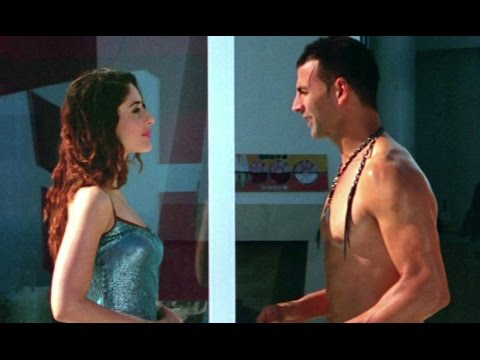 Kareena gives Akshay her room keys | Kambakkht...