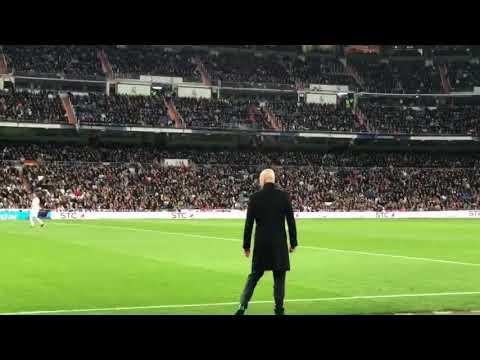 Eko au Santiago Bernabeu devant Zidane إيكو مقصر مع زيدان فساتياغو برنابيو