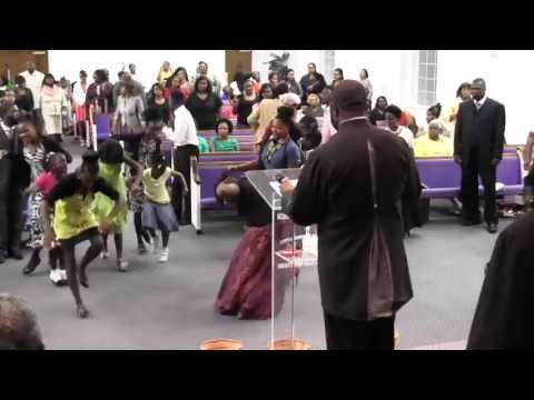 Friday Night Youth & Leadership Conference Praise Break