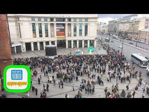 В санкт-петербурге из-за сообщений о бомбах эвакуированы более десятка торговых центров