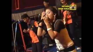 """Seksi, seru dan membahana rini bersama om. bhayangkara rock dangdut bintang dangdut, pantura lagu """"goyang heboh dari nita thalia, seorang penyanyi da..."""