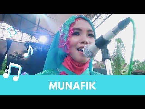 Qasidah EzzurA Live - Munafik