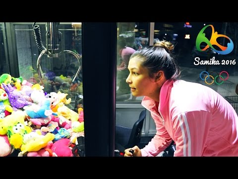 CLAW MACHINE CRANE GAME! (SAMIKA OLYMPICS: EVENT ONE)
