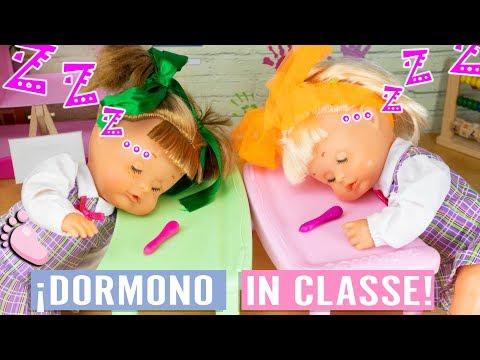 😴 NOA e NOE si addormentano a scuola 🙈 Hanno passato la notte a vedere video nel TELEFONO!