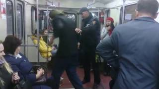 видео Дед Мороз на метро Полянка