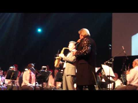 """Johnny Logan singing """"Shame on you"""" on the Boggeter Proms 2011"""