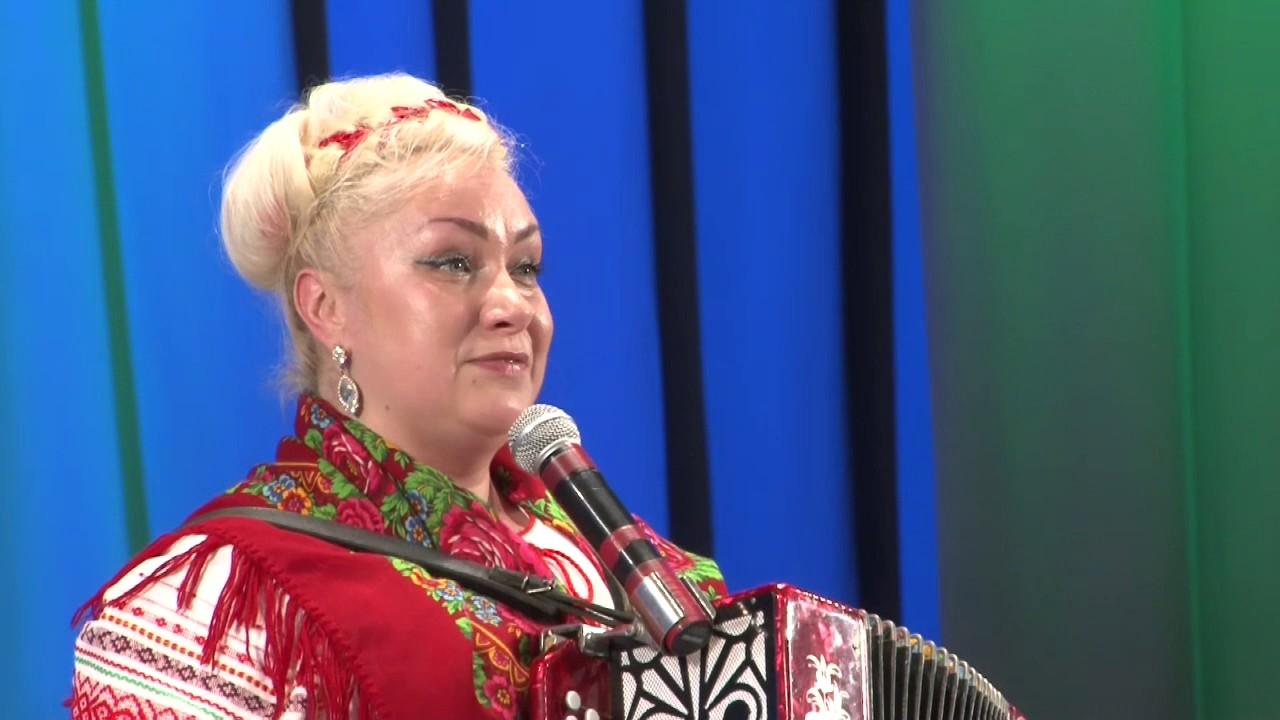 """""""Русской родилась"""" исполняет Светлана Недосекина."""