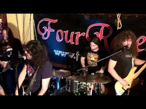 """Four Roses, mit einer Coverversion von der Band """"Red Hot Chili Peppers"""" und """"Pink Floyd""""."""