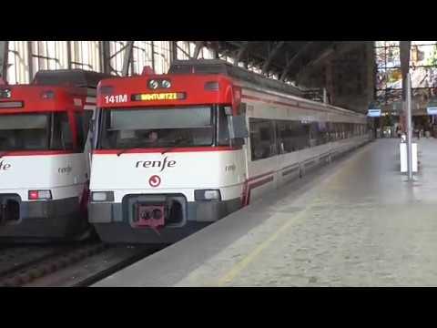 Renfe Cercanias - Unidad especial 75 aniversario 446071R en Bilbao Abando con andenes altos