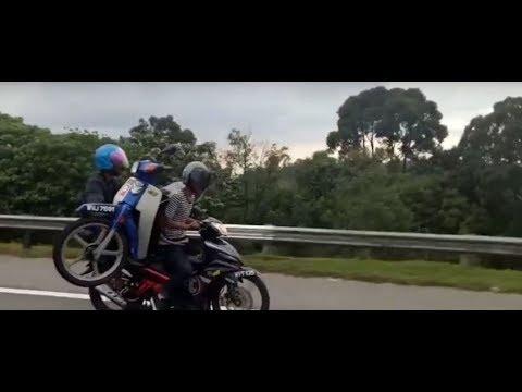 #Viral: Motor bawak motor