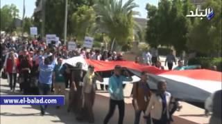 بالفيديو.. رئيس جامعة جنوب الوادى يقود مسيرة طلابية احتفالا بنصر أكتوبر