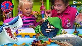 SHARK MANIA Игры для детей - АКУЛА съела Пиратов! Играем с Ярославой Games for children
