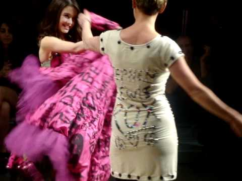Lgfw Dare To Wear Love Show Wendy Mesley Amp Daughter