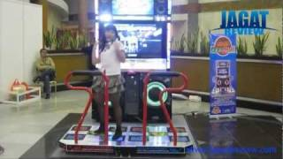Pump It Up - Female Freestyle at Jakarta Game Show 2011: Part - Vee