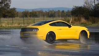 Driftujeme s Mustangem