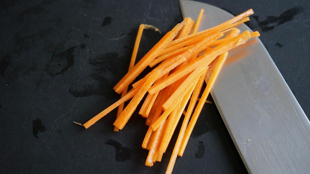Tailler une carotte en julienne youtube - Appareil julienne legumes moulinex ...
