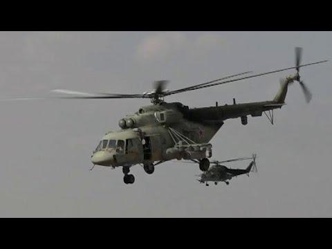 Смотреть В сирийской провинции Ракка вертолеты ВКС РФ прибыли на военный аэродром. онлайн