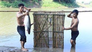 Build bamboo trap of fish