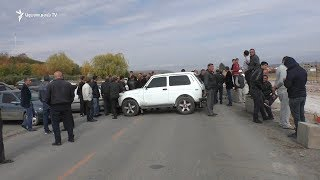 Շինարարները փակել են Գյումրի֊Երևան միջպետական ճանապարհը՝ պահանջելով իրենց 3 ամսվա աշխատավարձը