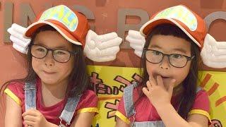 インスタで話題の4歳双子りんか&あんな、かわいすぎる初イベント フォトブック『ツインガールズ』サイン本お渡し&撮影会