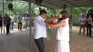 Скромный гость на свадьбе)))