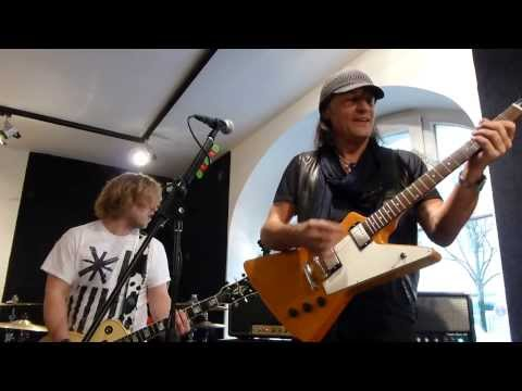 *Blizzard+Matthias Jabs (Scorpions) - Rock You Like A Hurricane* (01.03.2014, MJ Guitars, D-Munich)