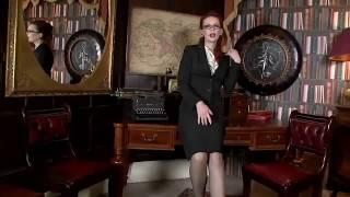 ЖЕНСКИЕ КОЛГОТКИ И ЧУЛКИ: Зрелая дама в чулках на ножках / Ножки в колготках и чулках /  Мода