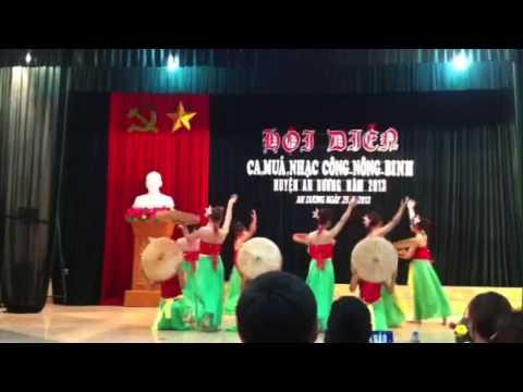 Bài múa Những cô gái Việt Nam