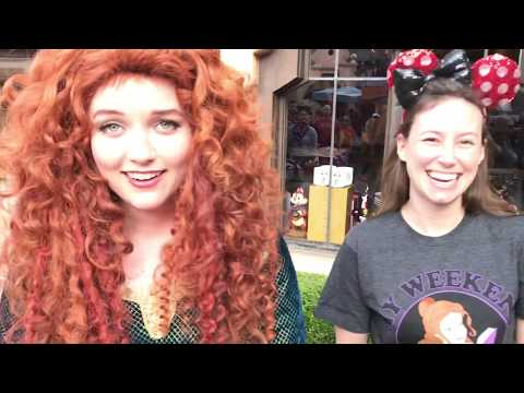NEW ROAMING Disneyland Characters are so COOL!! We found Merida!