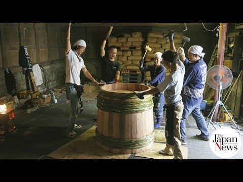 Coopers pass on skills for soy sauce barrels - The Japan News