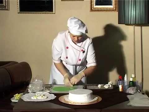 видео: Праздничное оформление торта.