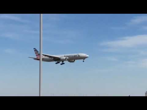 AMERICAN AIRLINES FLIGHT 969 FROM MIA AIRPORT TO DFW AIRPORT A-777-200 LANDING ON RUNWAY 18R