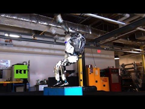 Atlas, el primer robot en hacer un salto mortal