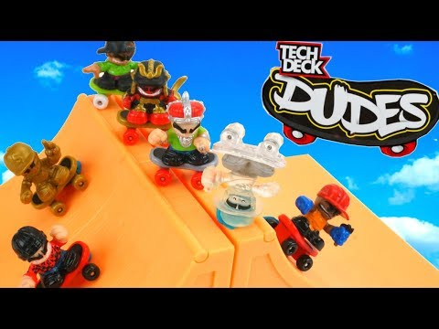 Mini Skateboarders Hit The Half Pipe And Do Tricks! Tech Deck Dudes Surprise Bags Series 1 DAY 11