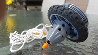 Technical LEGO: Peg top capable of boomerangs!