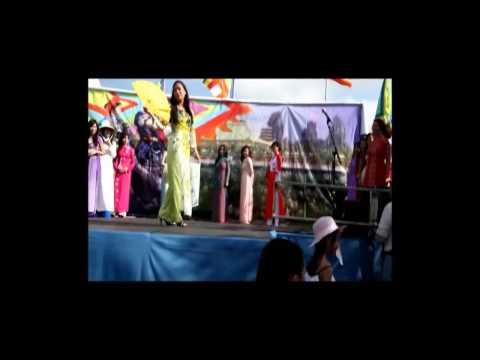 Biểu Diễn Thời Trang Áo Dài- Lễ Hội Dân Gian 2012- Chùa Việt Nam