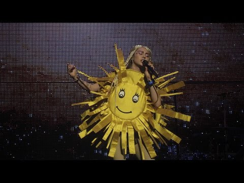 Miley Cyrus - The Floyd Song (Sunrise) Live The Milky Milky Milk Tour Detroit
