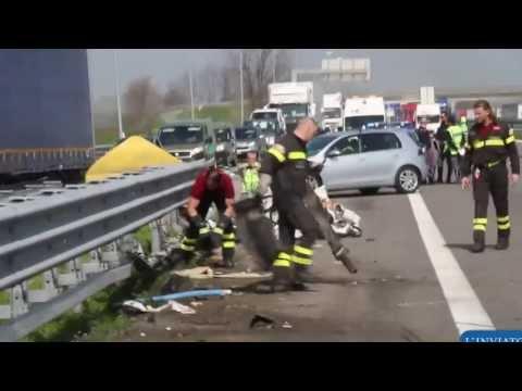 Dilaniato in autostrada. Morte orribile in A21. Furgone contro guard-rail