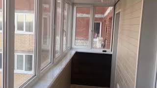 Отделка балкона двумя видами стенового паркета из сосны и лиственницы. (компания Мой Балкон)