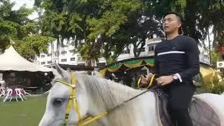 Abg sunan naik kuda putih harga sebuah bmw