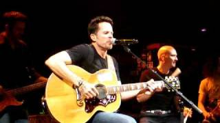 Gary Allan Performs Right Where I Need To Be & The One @ Showcase Live in Massachusetts
