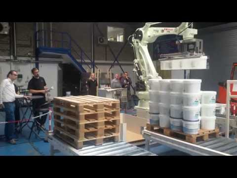 RFA Kawasaki CP180L robot palletiser voor emmers
