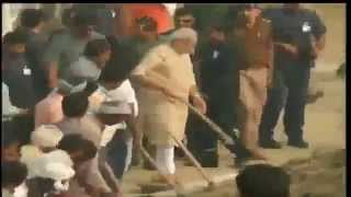 PM Shri Narendra Modi participates in cleanliness drive at
