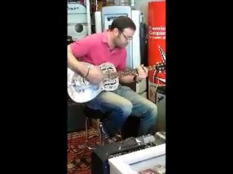 Chitarra Resofonica Amistar presso Black Market Music
