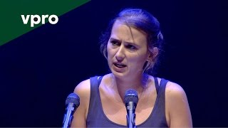 Maud Vanhauwaert op de Nacht van de Poëzie 2014