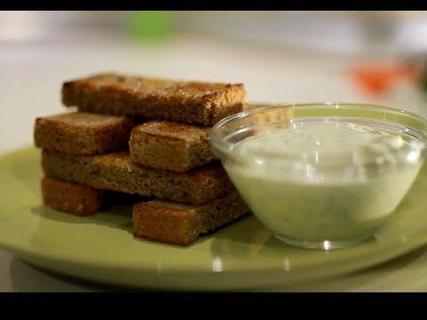 Чесночные гренки с соусом из майонеза 1