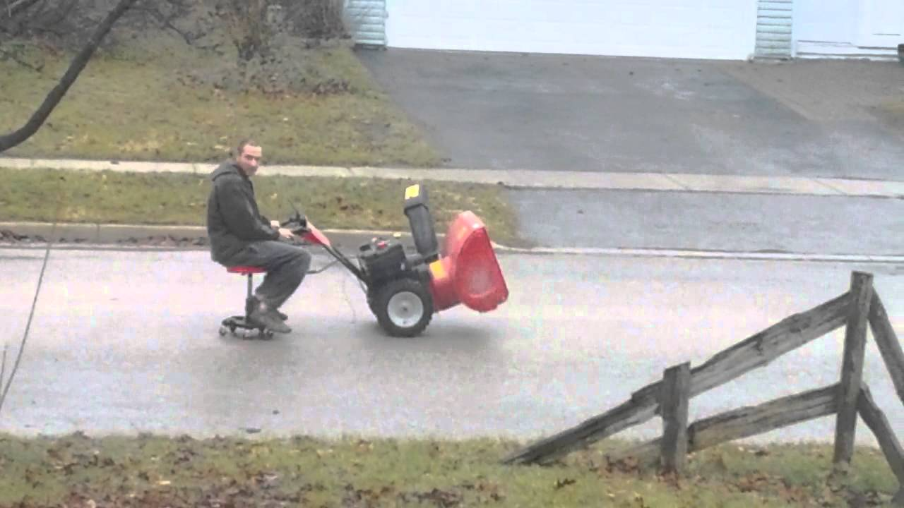 Riding snowblower - YouTube