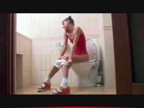 My sister on wc candid camera ragazza sul cesso youtube - Donne che vanno in bagno a cagare ...